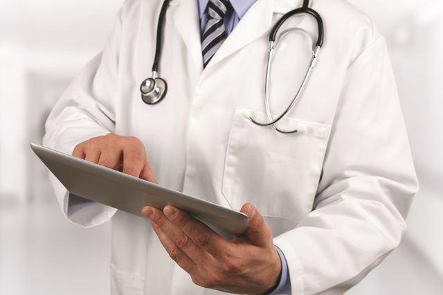 """Proiect. Medicii se pot pensiona, la cerere, la vârsta de 67 de ani: """"Să creezi un specialist la ora actuală este nevoie de aproximativ 10 -15 ani"""""""