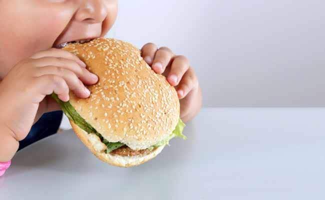 Incidenţa a şase dintre cele 12 tipuri de cancer asociate obezităţii este mai ridicată la adulţii tineri