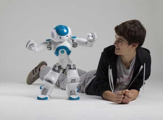 Robotul de companie, boxe traducătoare și zgarda conectată pentru câini