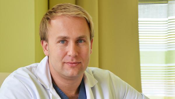 Dr. Victor Costache. La 11 ani visa să devină căpitan de vas, dar a ajuns un chirurg de top