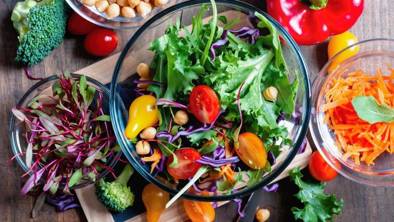 Evitați alimentele ultra-procesate în perioada postului. Ce trebuie să mâncați