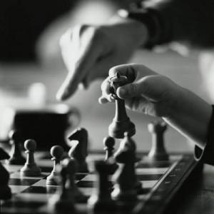 Vrei să ții mintea ageră? Joacă șah, cărți și bingo
