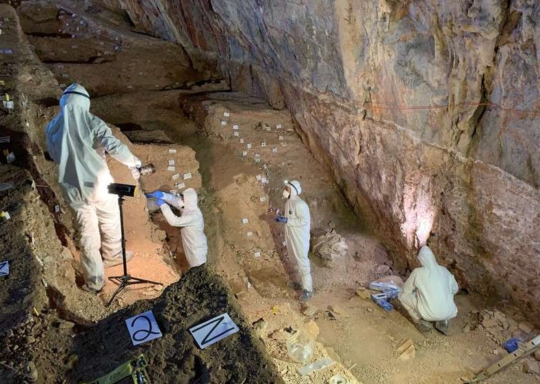 Descoperirea unui cercetător român. Prezenţa oamenilor pe teritoriul Americii de Nord datează de cel puţin 30.000 de ani