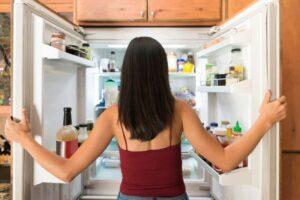 Medic nutriționist: Cu mâncare puțină se slăbește, nu cu frig și nesomn