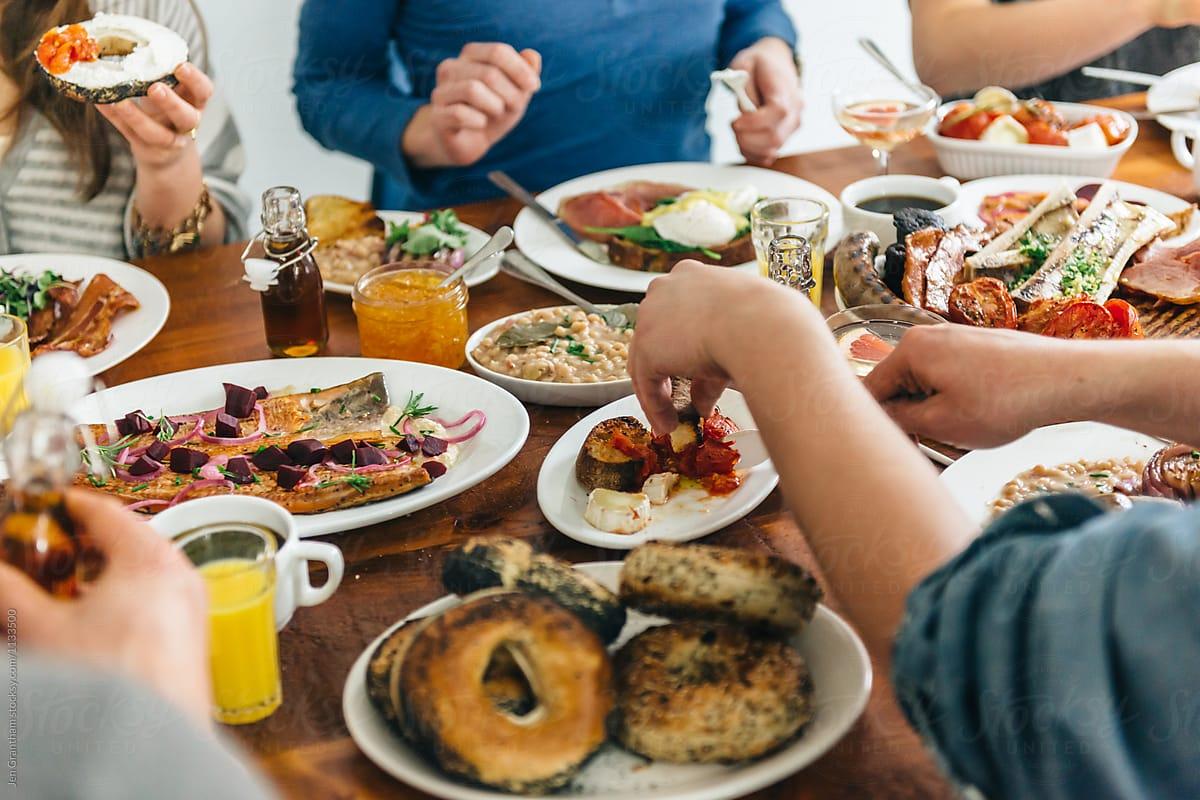 Cinci mituri false despre alimentația sănătoasă. Cum ne influențează campaniile iscusite de marketing