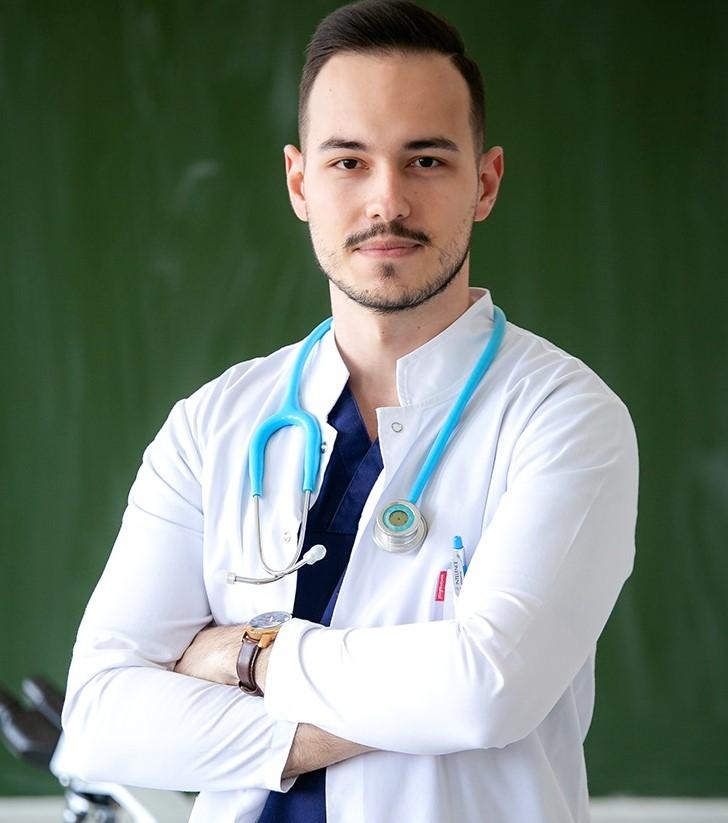 """Dr. Andrei Dumitru: """"Avem nevoie cu toții de un model, de un mentor"""""""