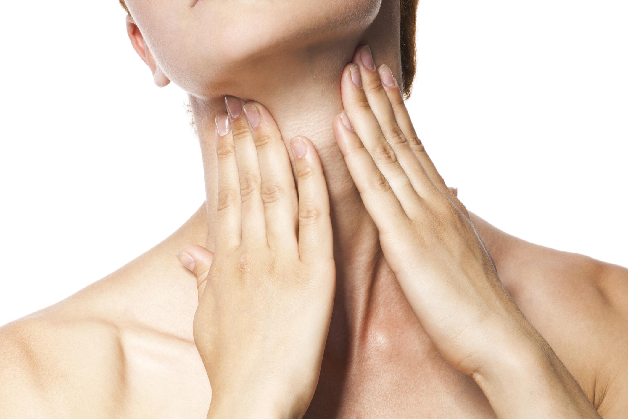 Gâtul și decolteul, două zone de importanță critică. Reguli de îngrijire