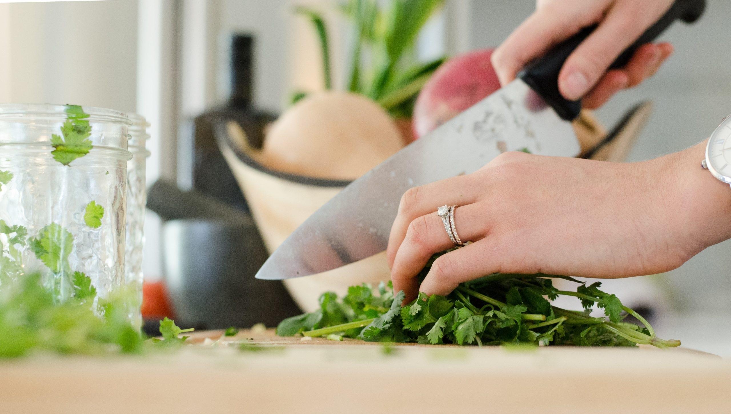 Gătitul a devenit un hobby. Comportamentul alimentar al românilor, schimbat de pandemie