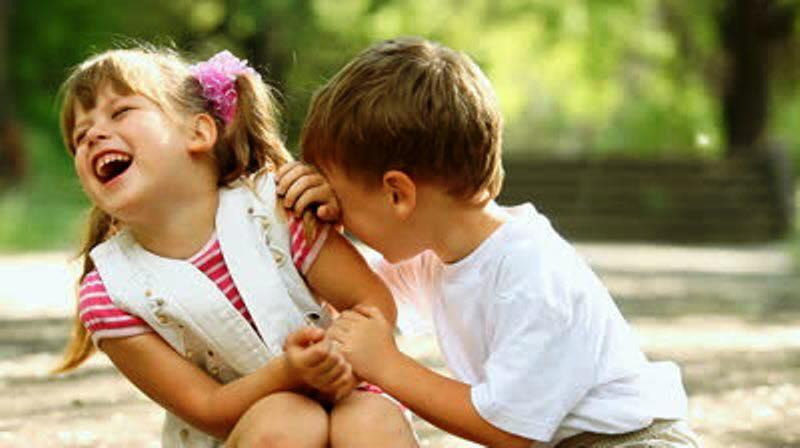 """Ziua mondială a râsului: """"Nu râdem pentru că suntem fericiţi, ci suntem fericiţi pentru că râdem"""""""
