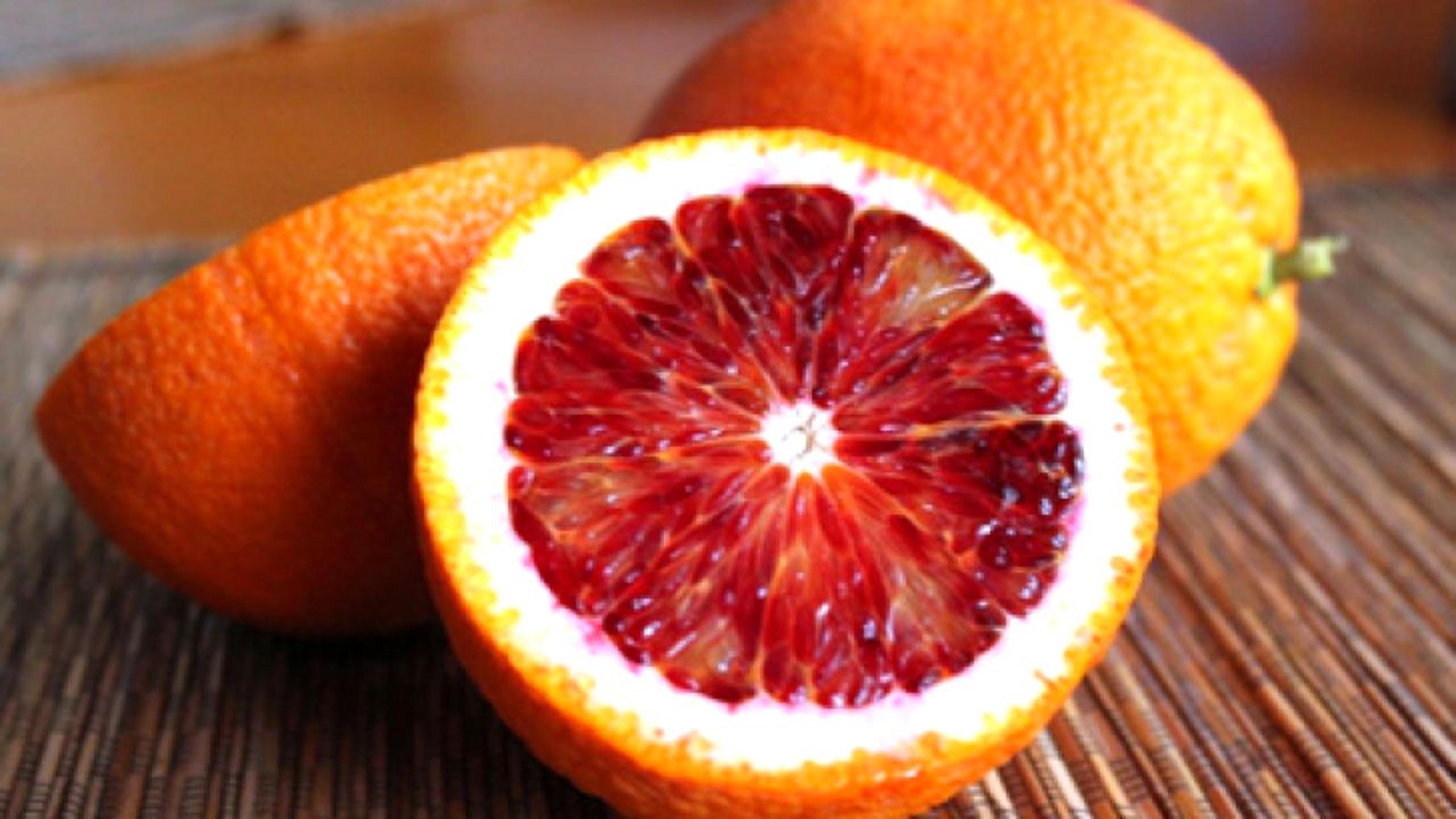 7 beneficii unice ale portocalelor roșii