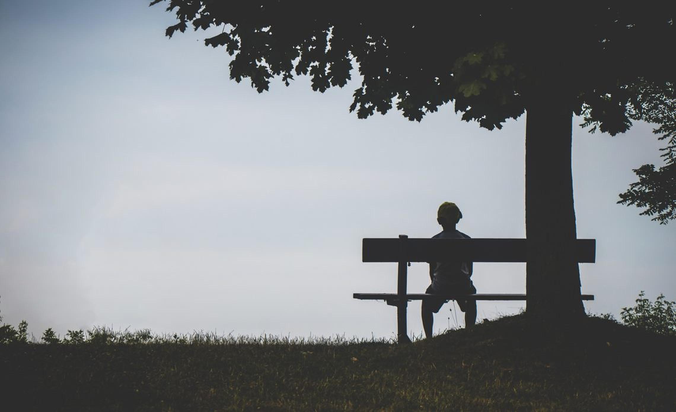 Sentimentul de singurătate în rândul tinerilor cu vârste cuprinse între 18 şi 35 de ani a crescut de patru ori. Raport