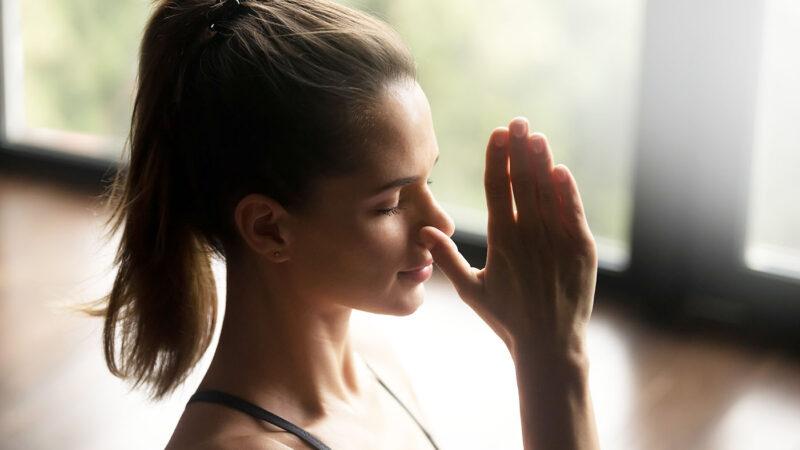 Începeți ziua cu exerciții de respirație. Ajută la ameliorarea stresului