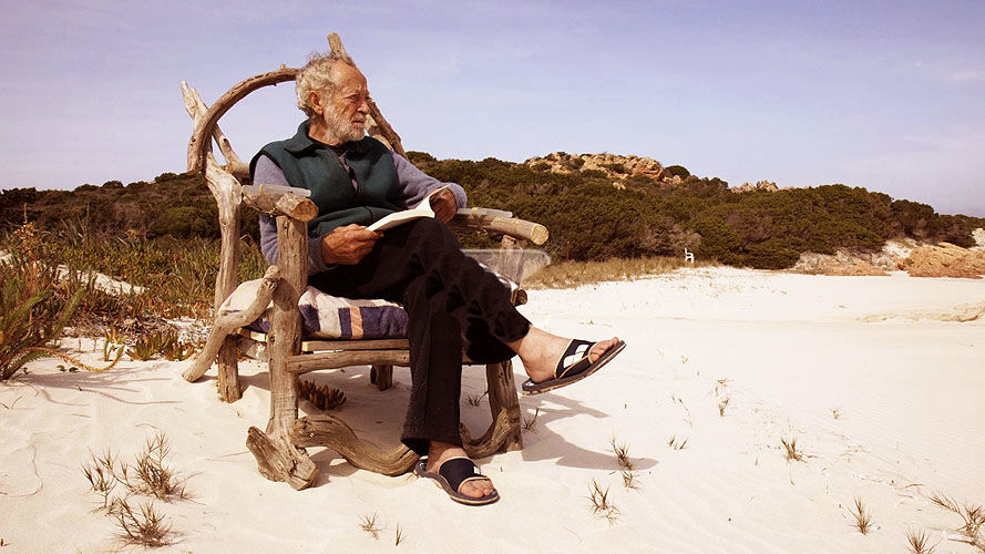 """Viața la oraș, după ce a trăit 32 de ani pe o insulă. Povestea lui Mauro, """"maestrul singurătății"""""""