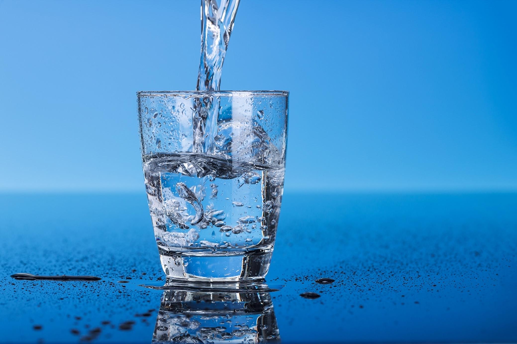 9 semne că bei prea multă apă