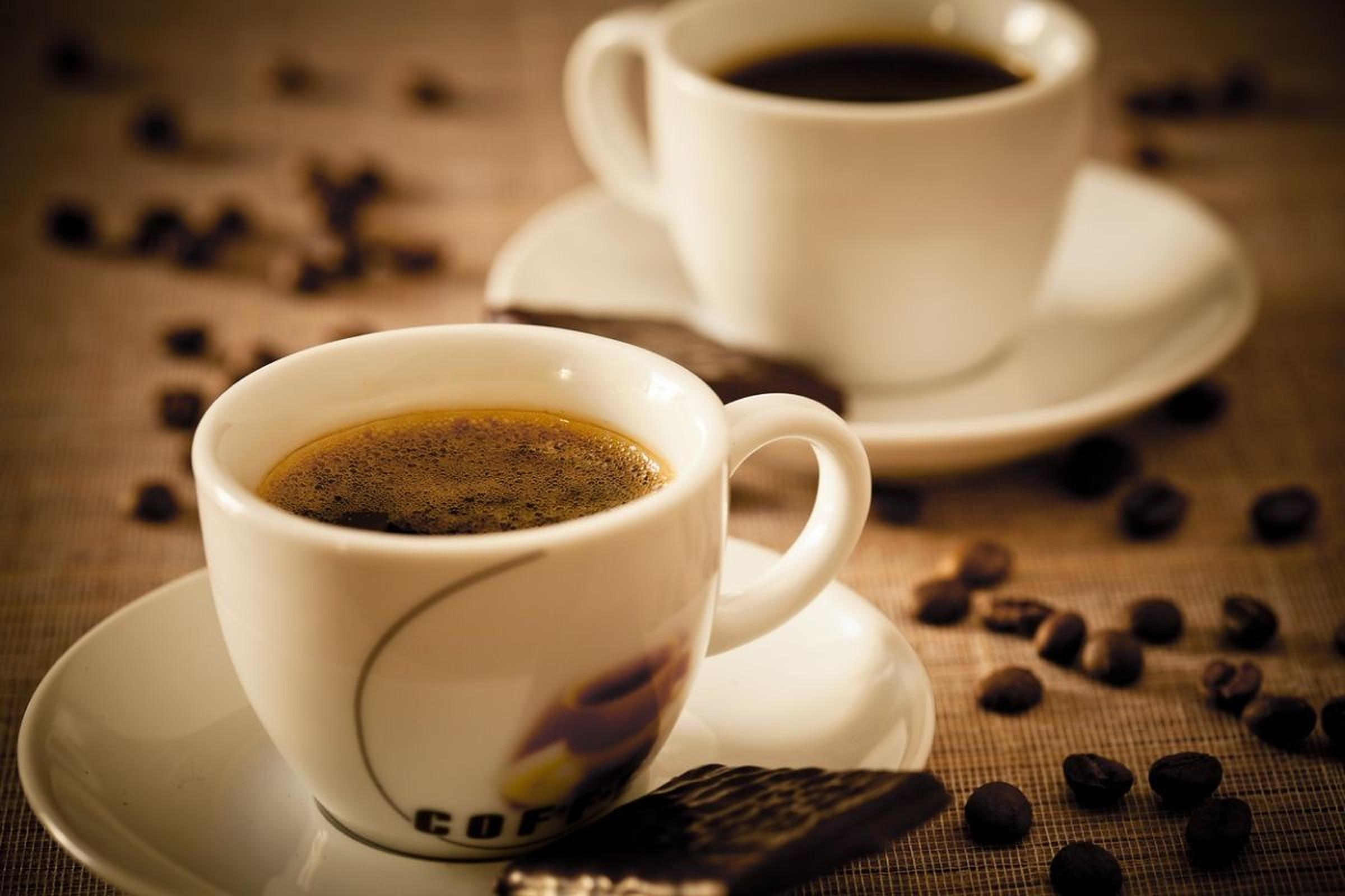 Ar trebui să bem cafea pe stomacul gol?