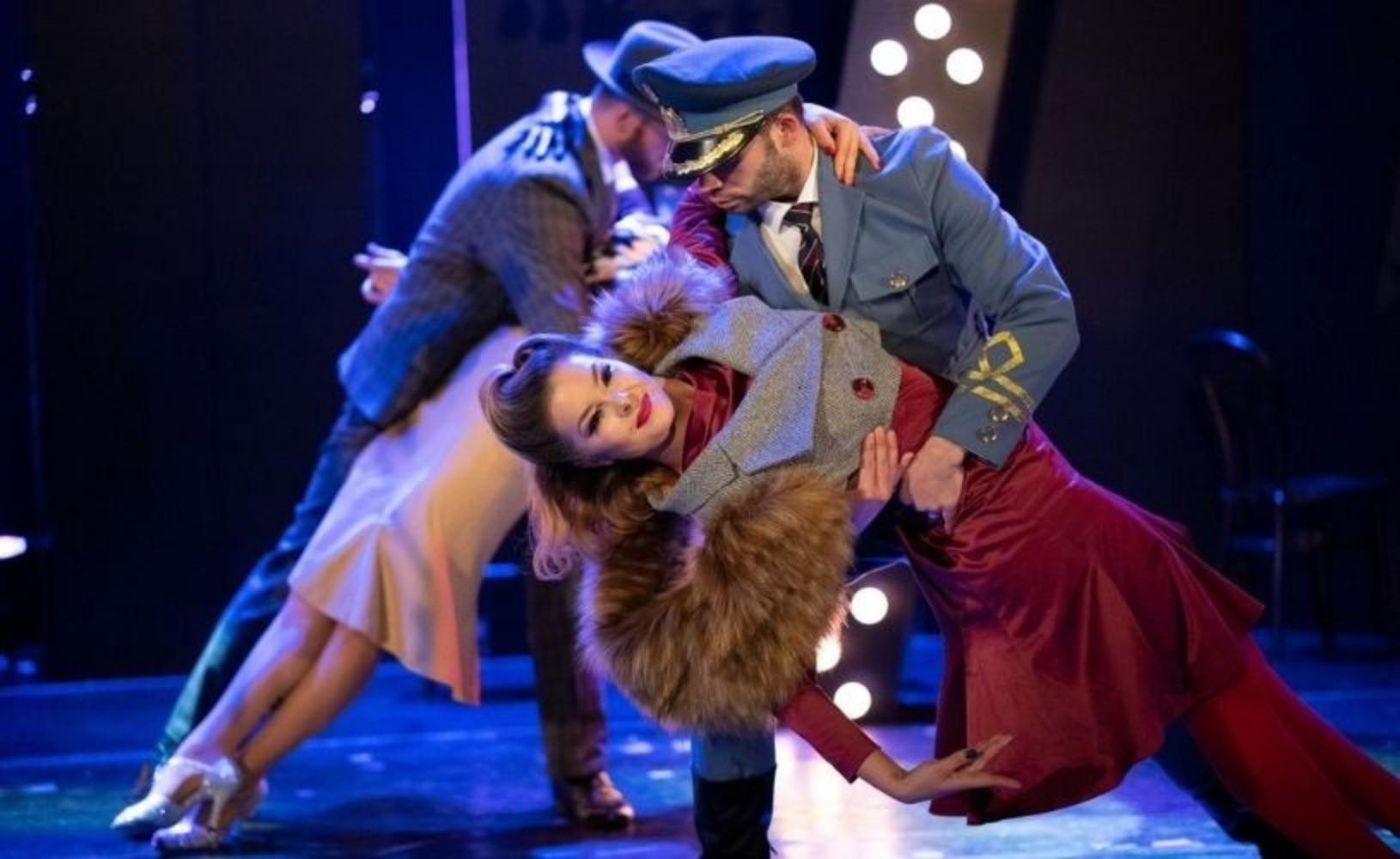 """Spectacolul """"Femeia, eterna poveste"""", producţie a Teatrului """"Stela Popescu"""", revine"""