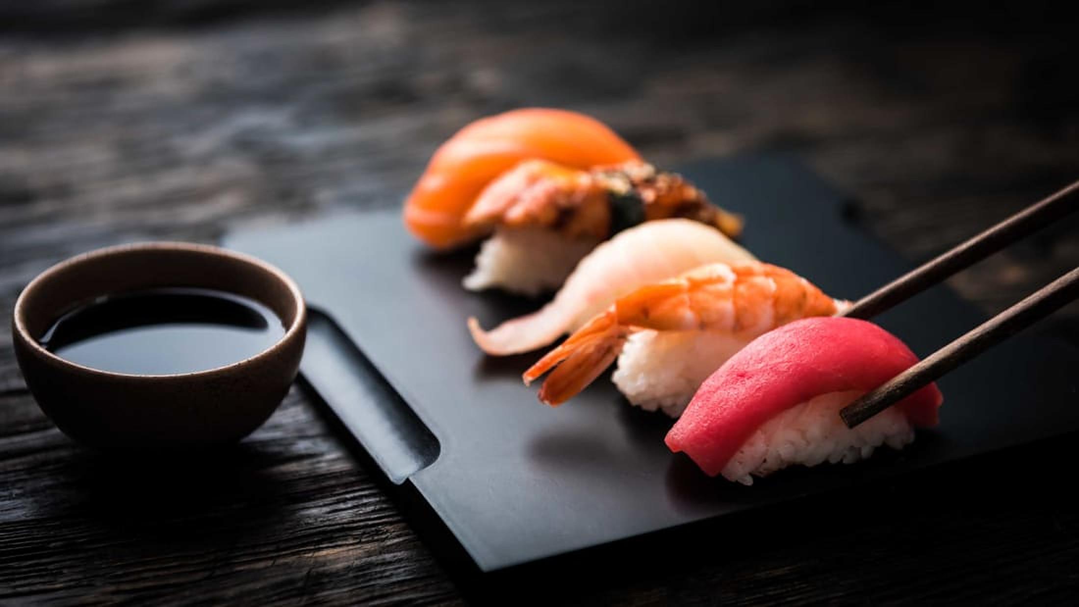 Cum să mănânci sushi. Sfaturi pentru a comanda și a mânca exact ca un localnic din Tokyo